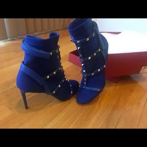 Valentino Rockstud bootie in Royal blue/Acid blue